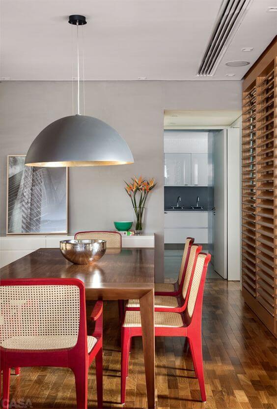 Lustre para mesa de jantar moderna com cadeiras vermelhas