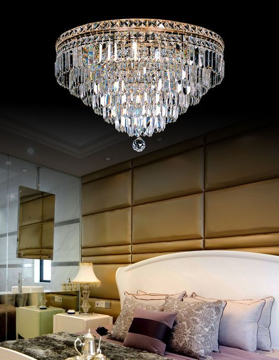 Lustres de cristal são lindos para decorar o quarto