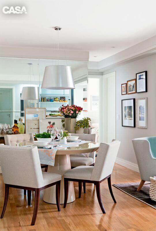 Decore a sala de jantar com um lustre adequado para o ambiente