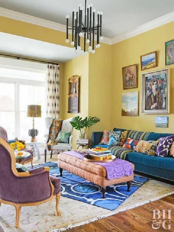lustre preto moderno para decoração de sala amarela e azul Foto Pinterest