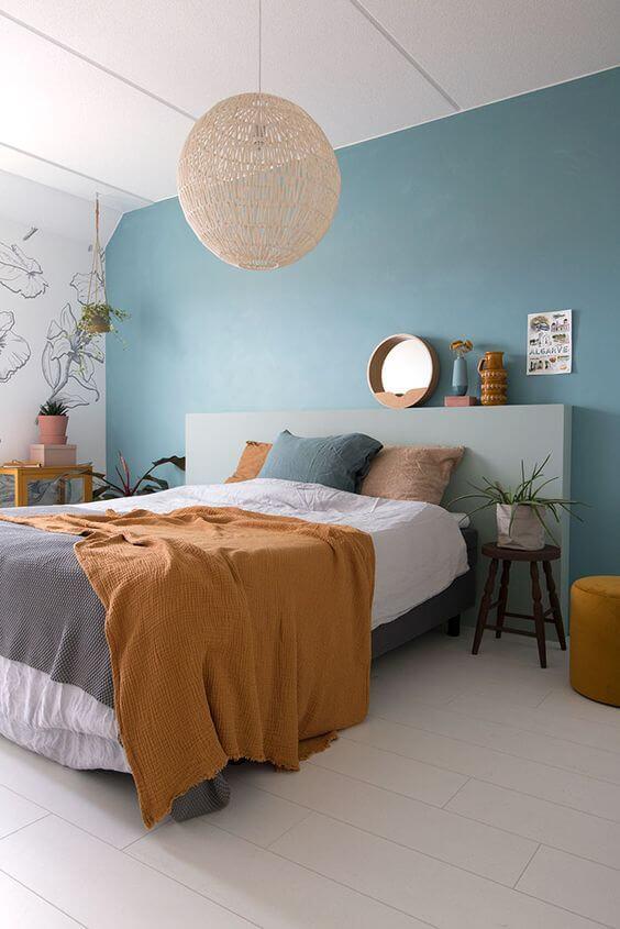 Use lindos lustres para decorar o quarto de casal