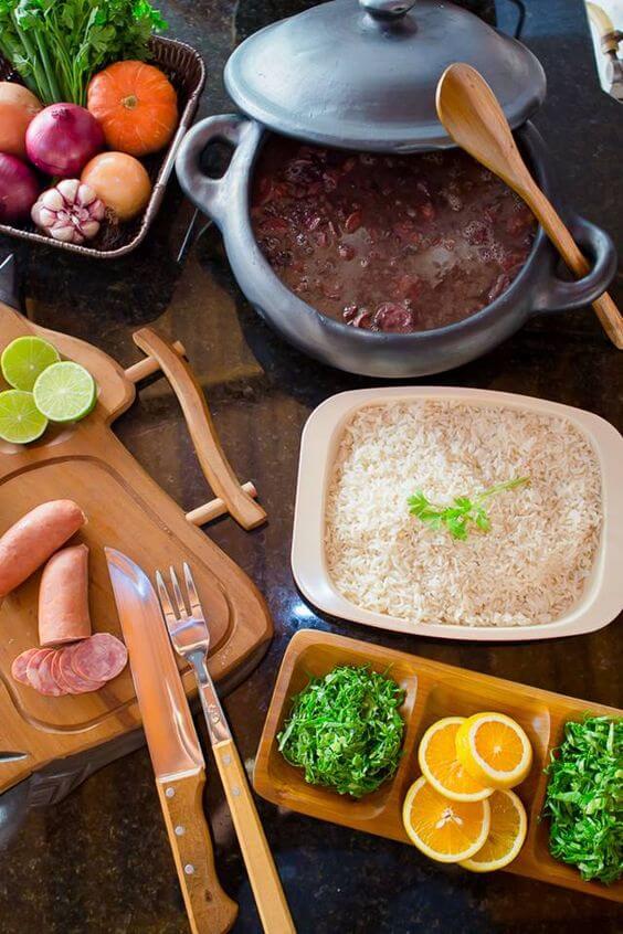 Faça comidas caseiras nas melhores panelas de barro