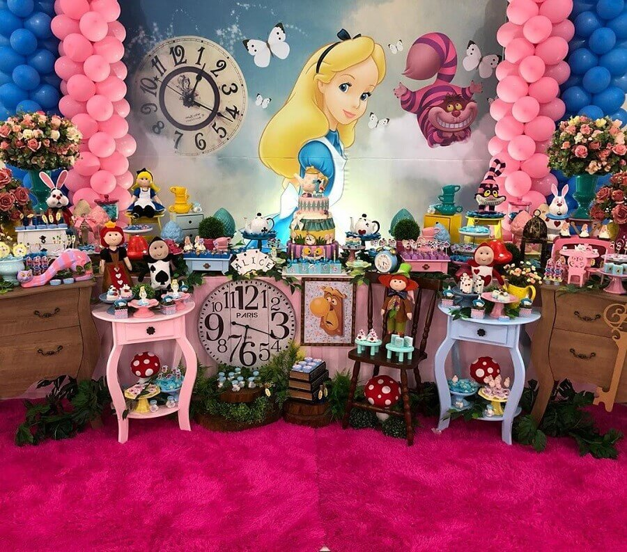 colorful decorated table for Alice in Wonderland children's party Fogo Gleison Vieira Parties