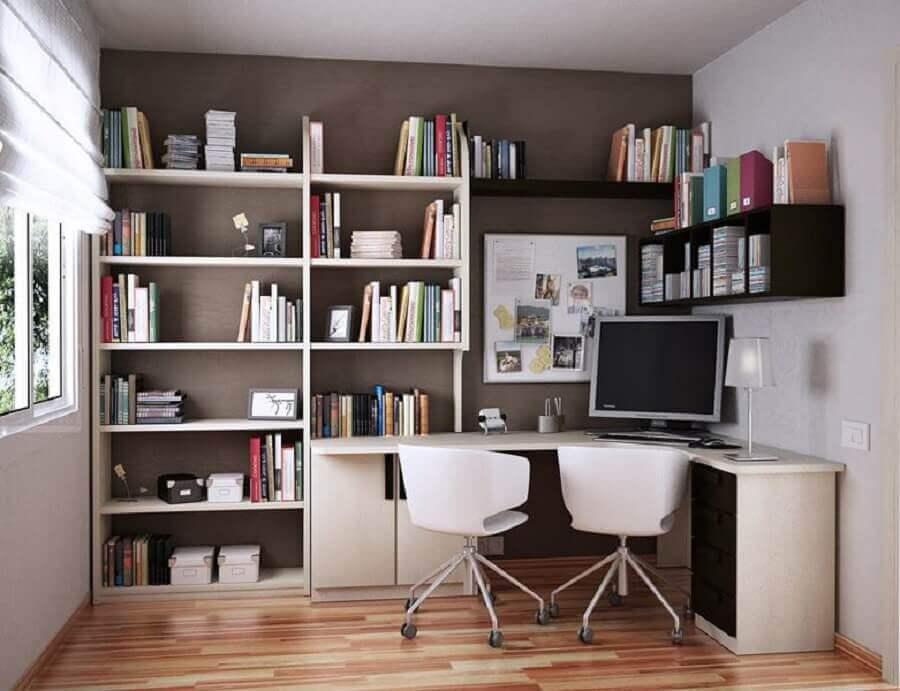 mesa de canto para escritório com estante de nichos preta e branca Foto Diego Oliveira