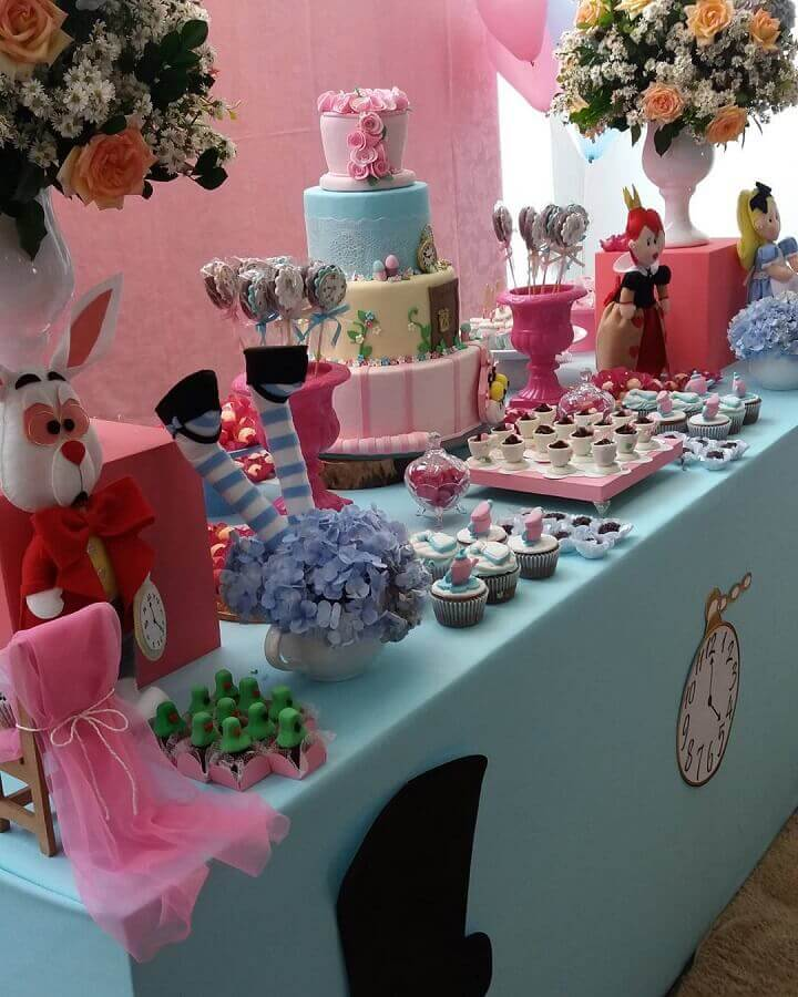 candy table decorated for alice party in wonderland Photo N&L Decorations