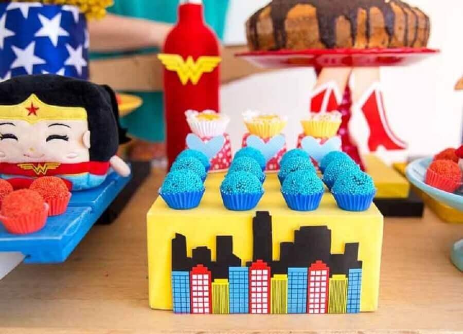 mesa de doces para festa da mulher maravilha decorada Foto Home Fashion Trend