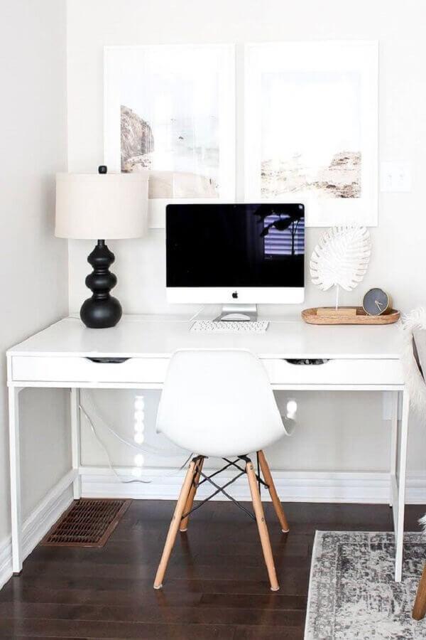 mesa para escritório em casa para decoração minimalista  Foto Style Me Pretty
