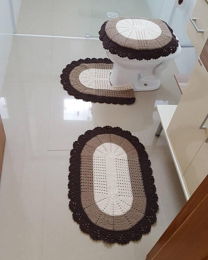 modelo de jogo de banheiro de crochê preto branco e bege Foto Webcomunica