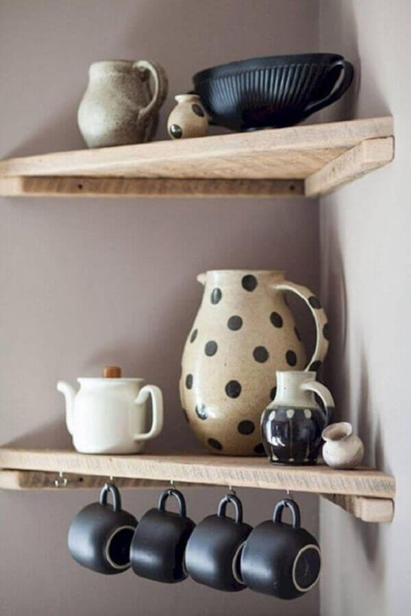modelo de prateleira de canto de madeira com ganchinhos Foto Etsy