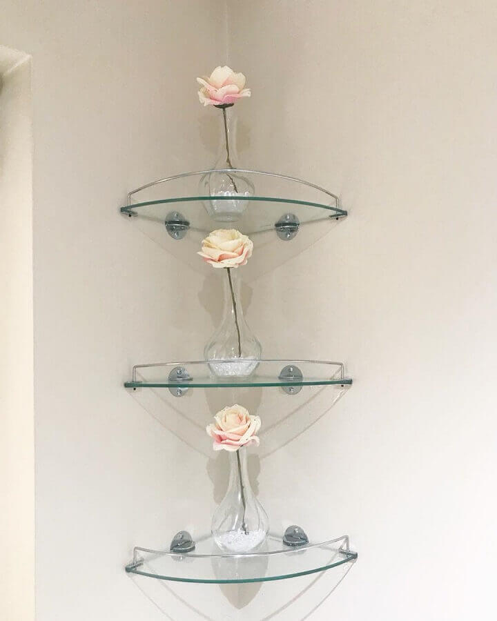 modelo de prateleira de vidro de canto Foto Darren Sheriff