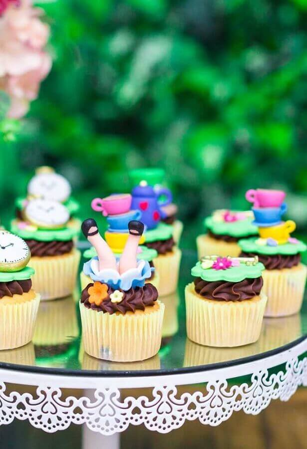fun custom cupcake model for alice party in wonderland Foto Pinterest