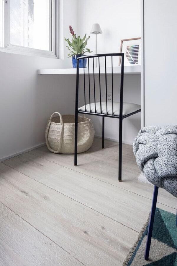 modelo simples de cadeira preta para home office Foto ArchiZine