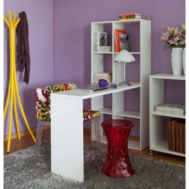 modelo simples de escrivaninha branca com estante Foto Big Lar Outlet