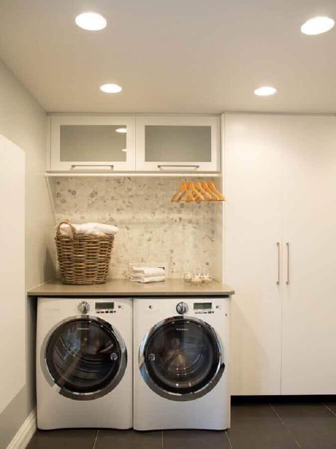 modelos de lavanderia simples com armários planejados Foto Construção e Design