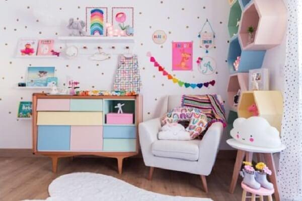 nicho colmeia colorido quarto infantil