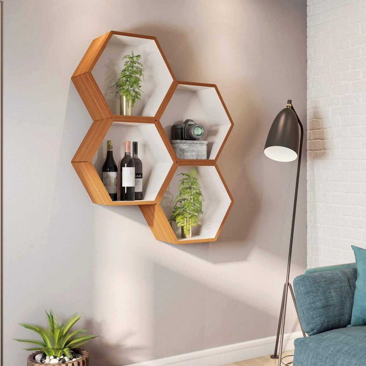 nicho colmeia hexagonal sala com luminária