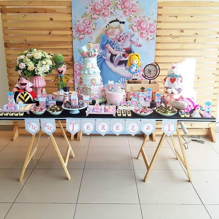 pallet panel for decoration party Alice in Wonderland simple Photo Pinterest