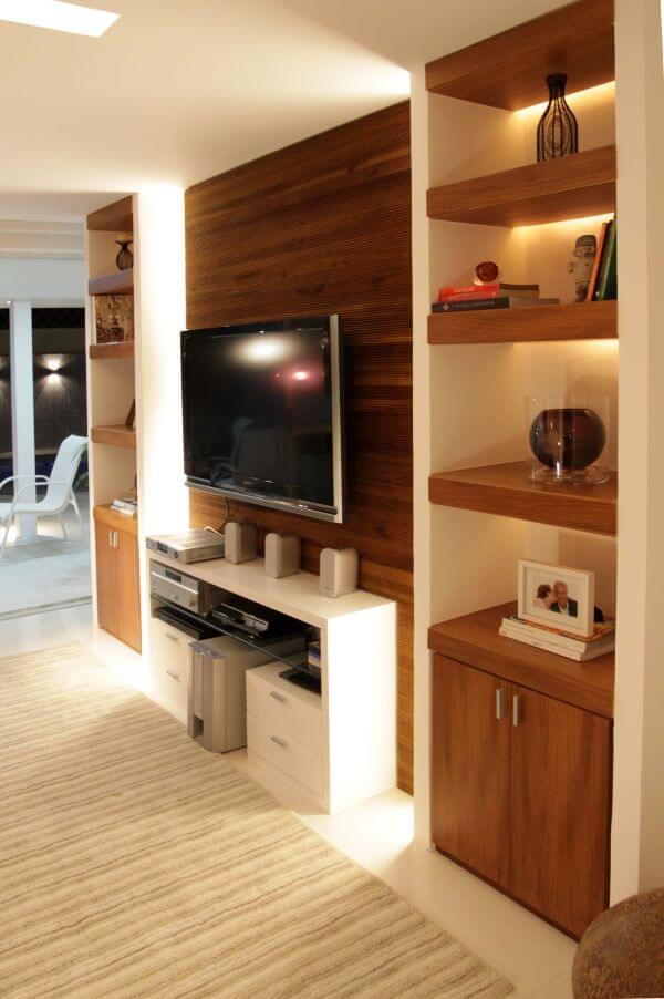Painel para tv de madeira com rack branca