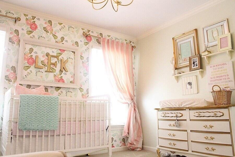 papel de parede floral para quarto de bebê rosa com estilo romântico Foto Yandex