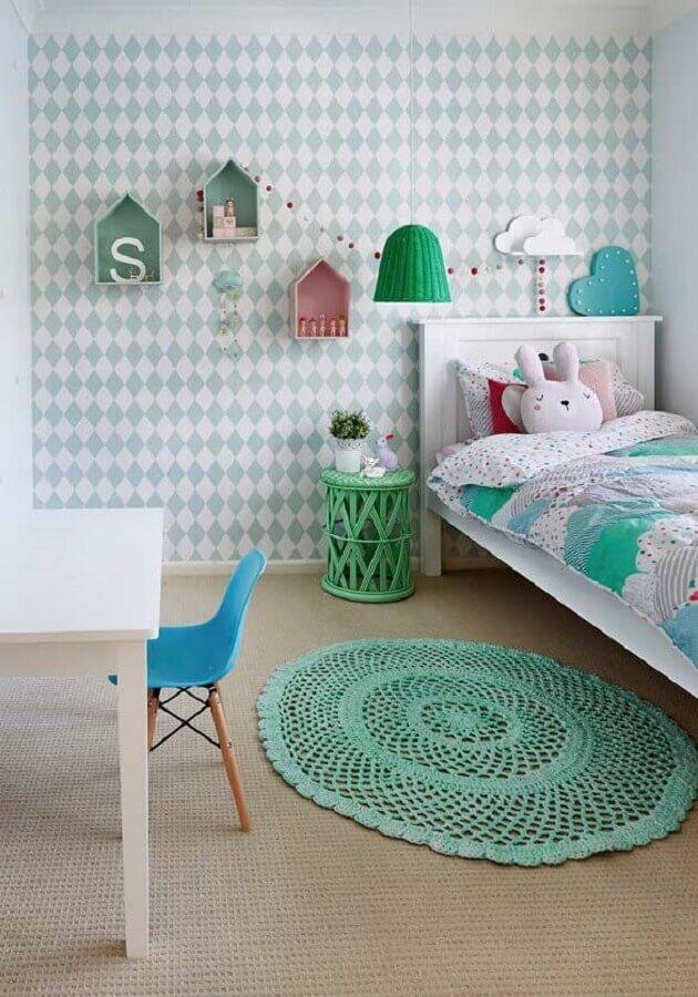 papel de parede para decoração de quarto de bebê simples com tapete de crochê redondo Foto Ideias Decor