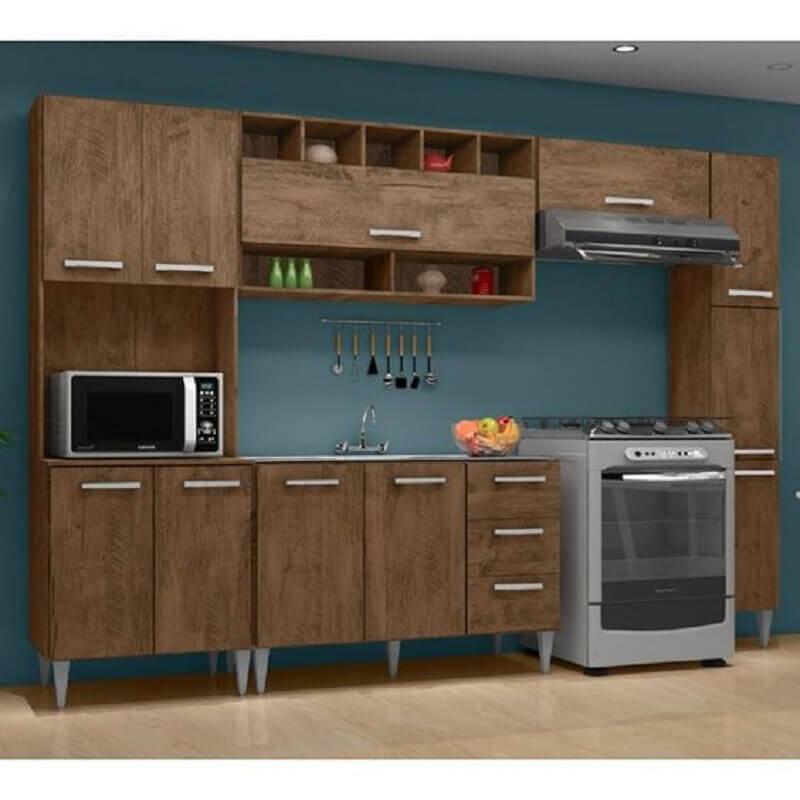 parede azul para cozinha modulada com armários de madeira Foto Pinterest
