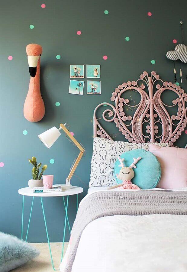 parede cinza com bolinhas coloridas para decoração de quarto de menina Foto We Heart It