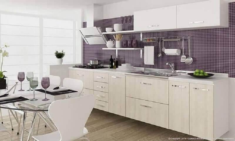pastilhas roxas para cozinha modulada branca Foto Lojas KD