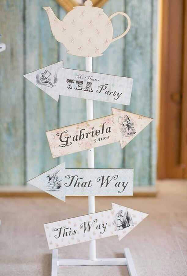 plaques for alice party decoration in wonderland Foto Pinterest
