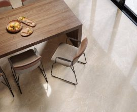 porcelanato-bege-com-mesa-de-madeira