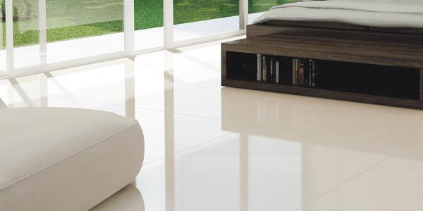 Porcelanato bege no quarto