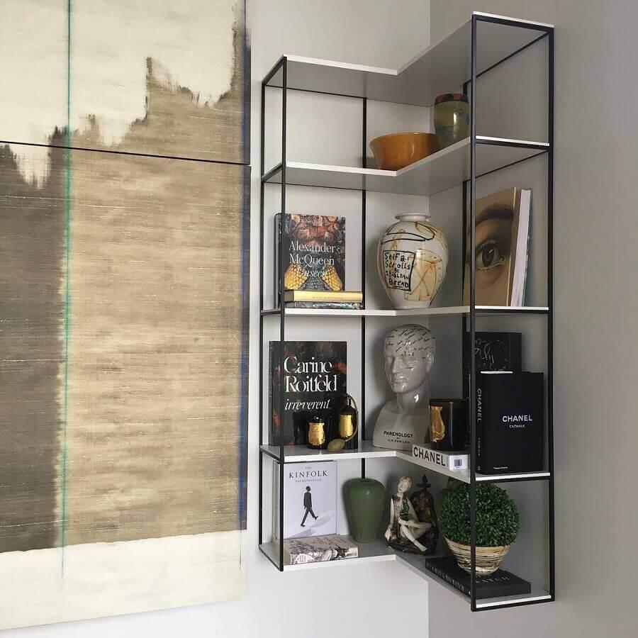 prateleira de canto com estrutura de ferro Foto Apartamento NZ
