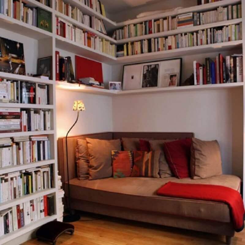 prateleira de canto para decoração de cantinho de leitura Foto Apartment Therapy