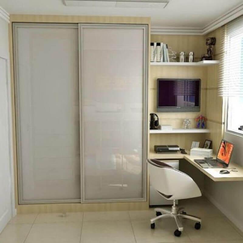 prateleira de canto para quarto planejado com home office Foto Pinterest
