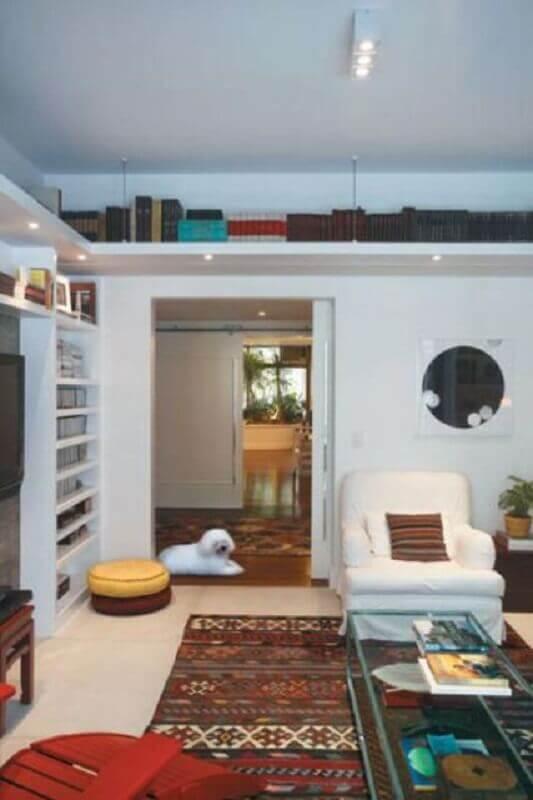 prateleira de canto para sala com iluminação embutida Foto Stillo e Decor