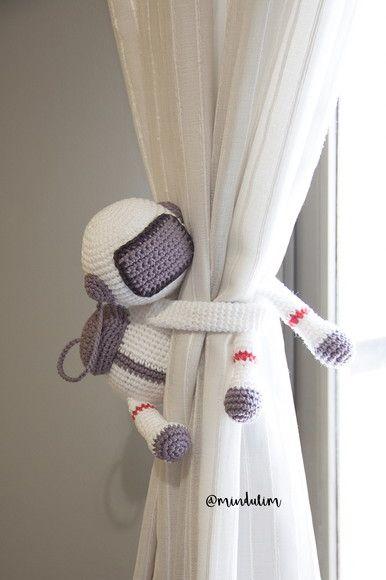 Prendedor de cortina amigurumi