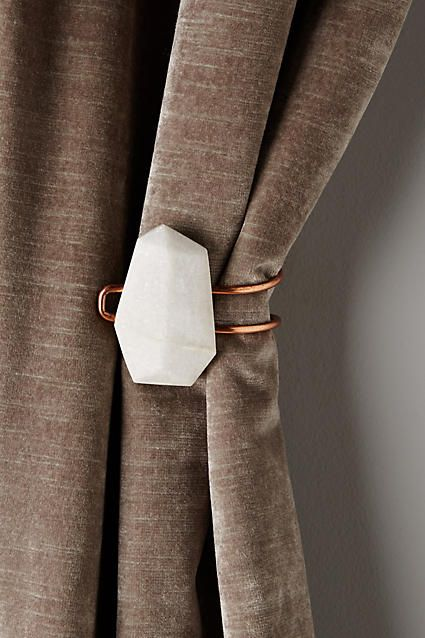Prendedor de cortina branca para sala clássica