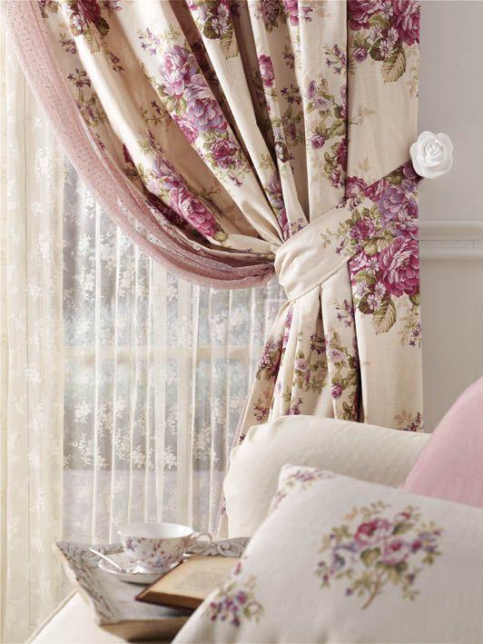 Prendedor de cortina com tecido floral