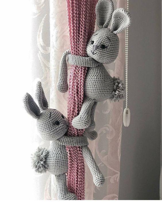 Prendedor de cortina infantil de amigurumi