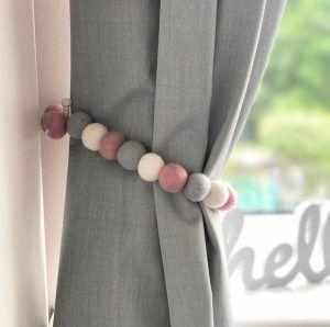 Prendedor de cortina em bolinhas