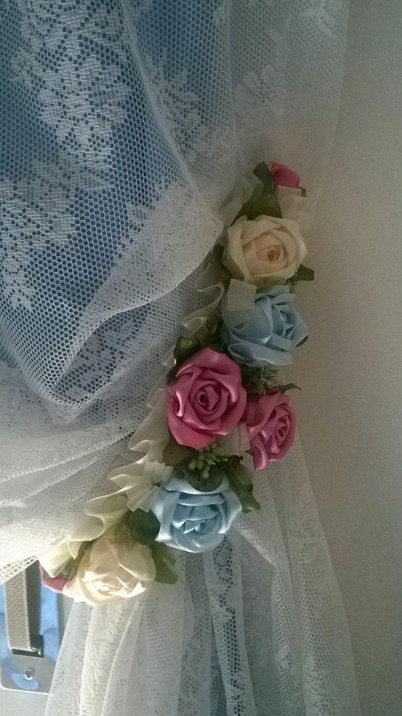 Prendedor de cortina com flores