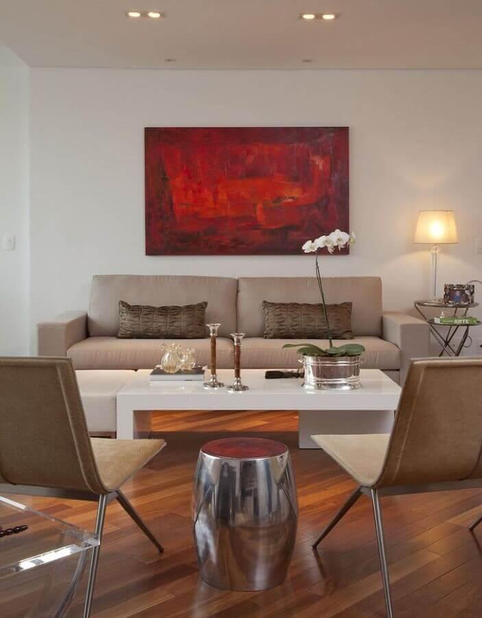 quadro abstrato vermelho para decoração de sala em tons de bege Foto Patrícia Kolanian Pasquini