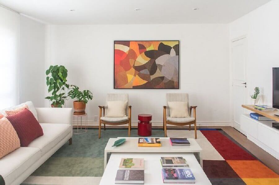 quadros abstratos coloridos para decoração de sala em cores neutras Foto Viviane Gobbato