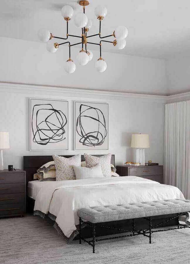 quadros decorativos abstratos para quarto grande todo branco com móveis de madeira Foto Pinterest