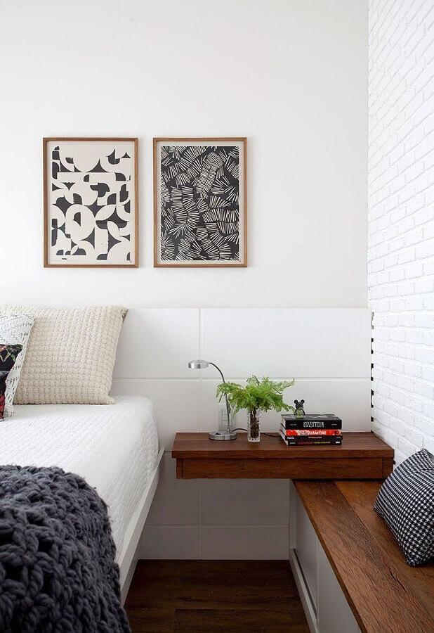 quarto branco planejado decorado com quadro abstratos geométricos Foto Casa de Valentina