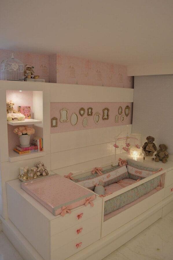 quarto de bebê rosa e branco Foto Quatro Estações