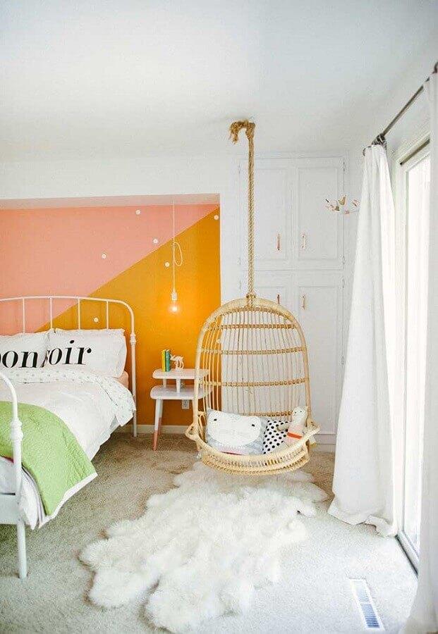quarto de menina decorado com tapete felpudo e balanço Foto Style Me Pretty