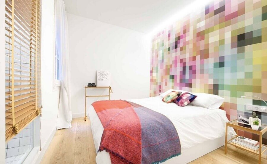 quarto decorado com papel de parede colorido Foto Pinterest