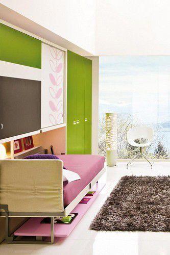 Quarto infantil colorido com cama retrátil