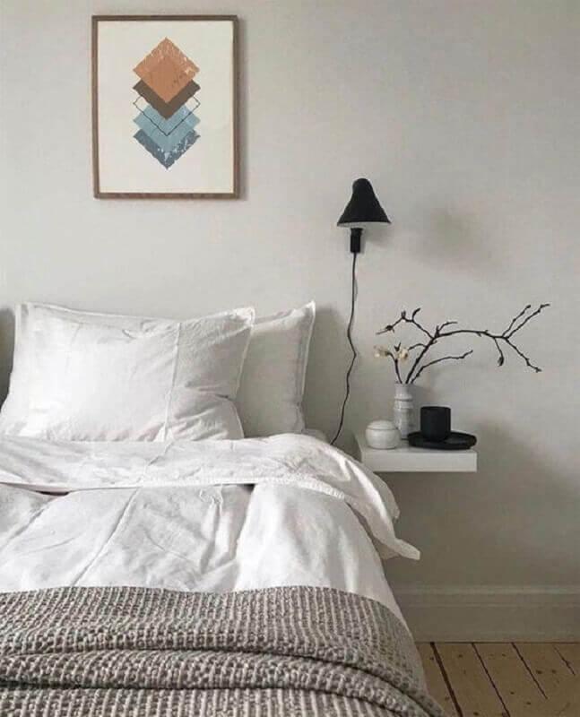 quarto minimalista decorado com arandela preta Foto Etsy