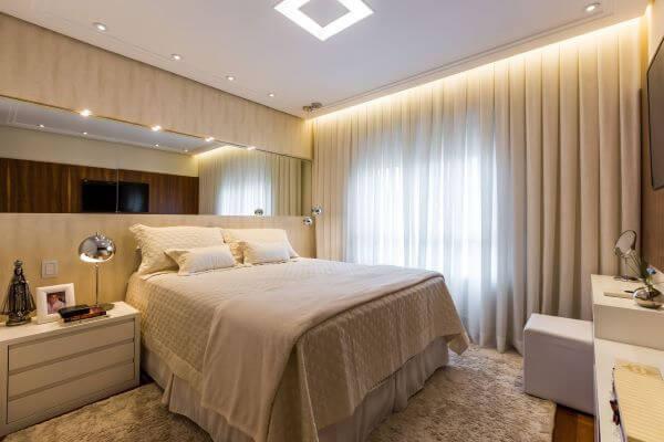 Revestimento para quarto com espelho